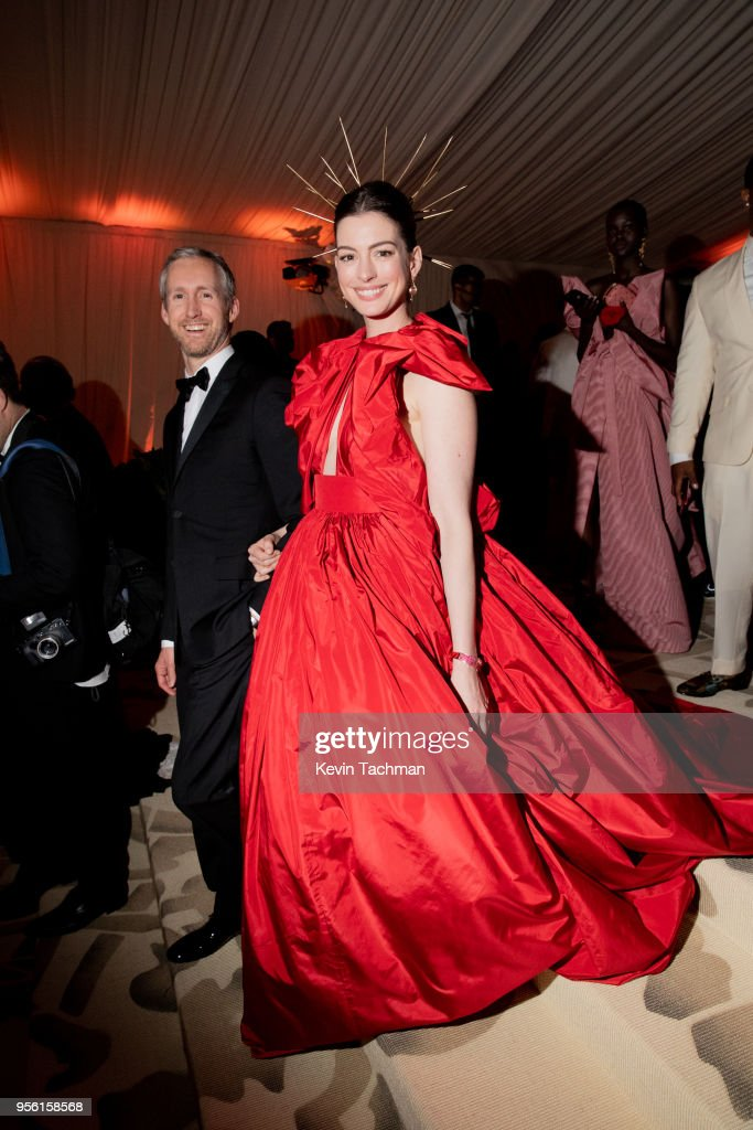 Adam Shulman and Anne Hathaway attend the Heavenly Bodies: Fashion & The Catholic Imagination Costume Institute Gala at The Metropolitan Museum of Art on May 7, 2018 in New York City.