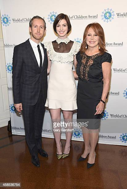 Adam Shulman Anne Hathaway and Marlo Thomas attend the 2014 World Of Children Awards at 583 Park Avenue on November 6 2014 in New York City