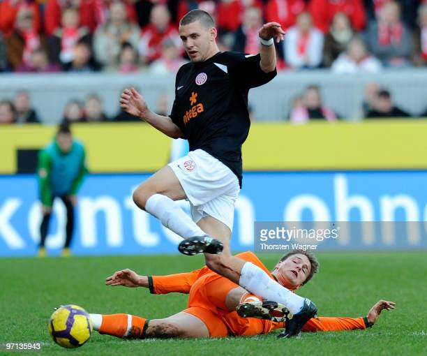 Adam Szalai of Mainz battles for the ball with Sebastian Proedl of Bremen during the Bundesliga match between FSV Mainz 05 and SV Werder Bremen at...