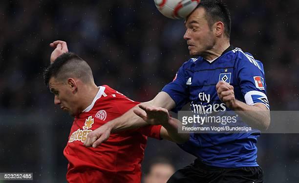 Adam Szalai von Mainz in aktion mit Heiko Westermann von Hamburg waehrend des Bundesligaspiels zwischen FSV Mainz 05 und Hamburger SV im Stadion am...