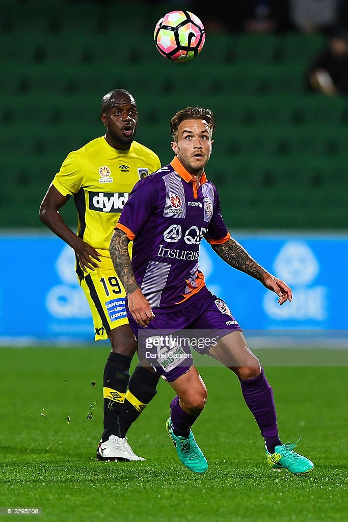 Adam Taggart of the Perth Glory looks to control the high ball during the round one A-League match between the Perth Glory and the Central Coast Mariners at nib Stadium on October 8, 2016 in Perth, Australia.