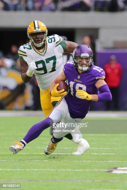 Adam Thielen of the Minnesota Vikings carries the ball after a catch during the first quarter of the game against the Green Bay Packers on October 15...