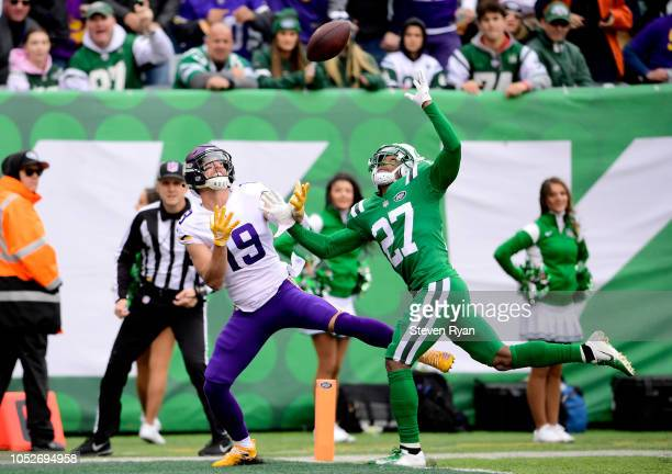 Adam Thielen of the Minnesota Vikings catches a touchdown pass against Darryl Roberts of the New York Jets during the first quarter at MetLife...