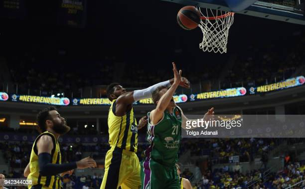 Adam Waczynski #21 of Unicaja Malaga in action with Jason Thompson #1 of Fenerbahce Dogus during the 2017/2018 Turkish Airlines EuroLeague Regular...