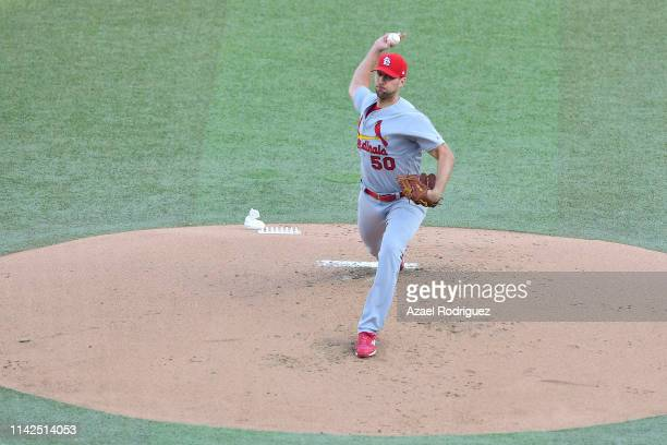 Adam Wainwright pitcher of the St Louis Cardinals pitches on the first inning of the game between the Cincinnati Reds and the St Louis Cardinals at...
