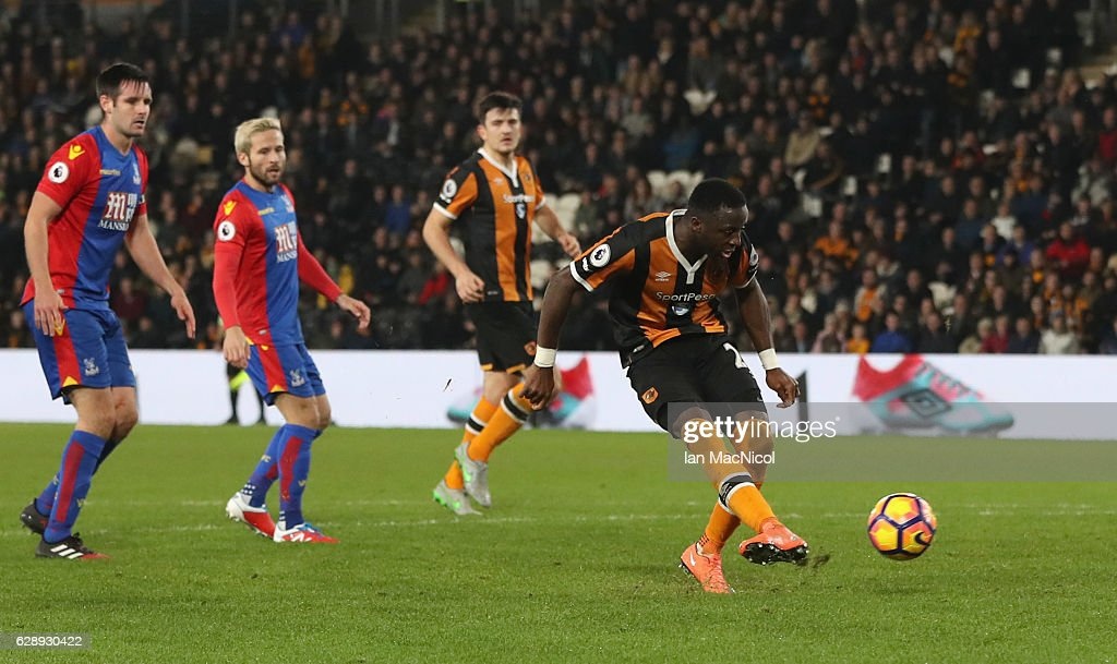 Adama Diomande of Hull City scores their second goal during the Premier League match between Hull City and Crystal Palace at KCOM Stadium on December 10, 2016 in Hull, England.
