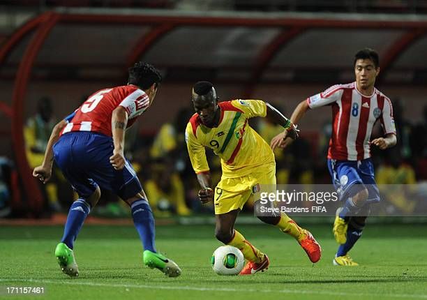 Adama Niane of Mali takes on the Paraguay defence during the FIFA U20 World Cup Group D match between Paraguay and Mali at Kamil Ocak Stadium on June...