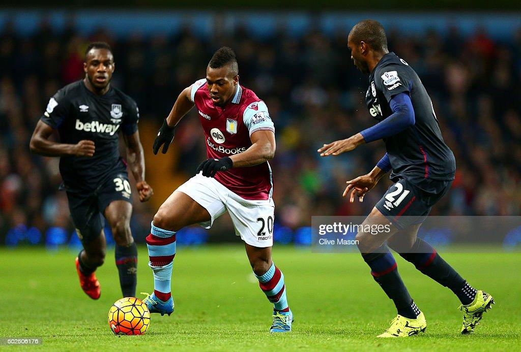 Aston Villa v West Ham United - Premier League : Fotografía de noticias