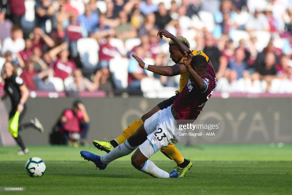 Adama Traore of Wolverhampton Wanderers scores a goal to make it 0-1 during the Premier League match between West Ham United and Wolverhampton Wanderers at London Stadium on September 1, 2018 in London, United Kingdom.