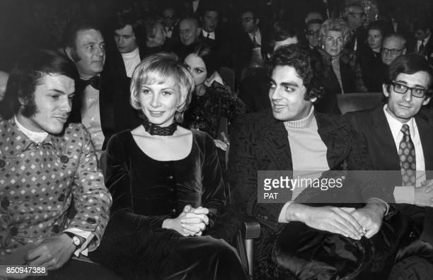 Adamo avec son épouse Nicole et Enrico Macias lors d'une première à l'Olympia le 4 janvier 1971 à Paris France