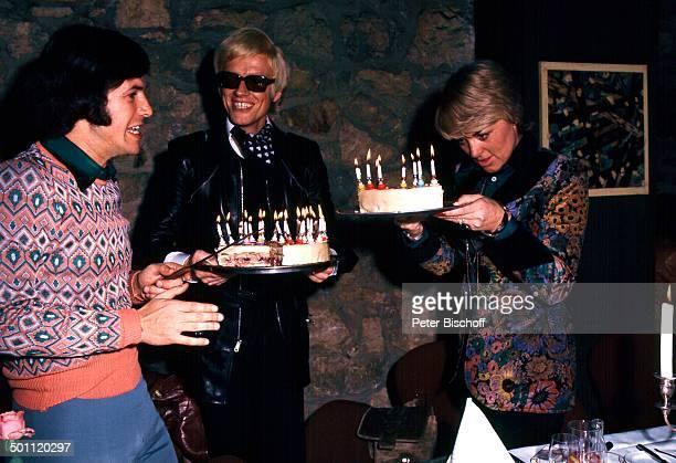 Adamo Heino zweite Frau Lilo Kramm 30 Geburtstag Deutschland Europa Torte Kerzen Geburtstagstorte Sänger Promi RW SC PNr 102/2011 Foto PBischoff/...