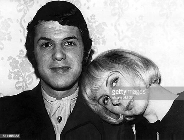 Adamo, Salvatore *-Saenger, I- mit seiner Ehefrau Nicole- 1969