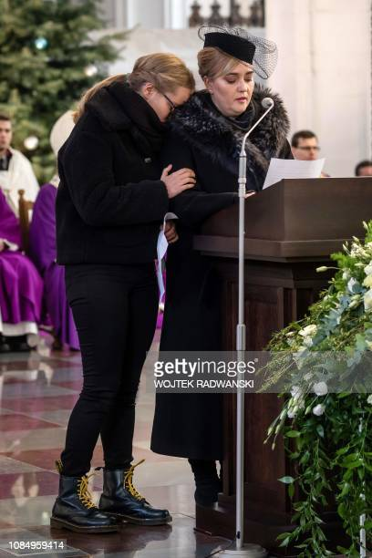 Adamowicz' widow Magdalena Adamowicz gives a speech next to her daughter Antonina during the funeral ceremony of the late mayor of Gdansk Pawel...