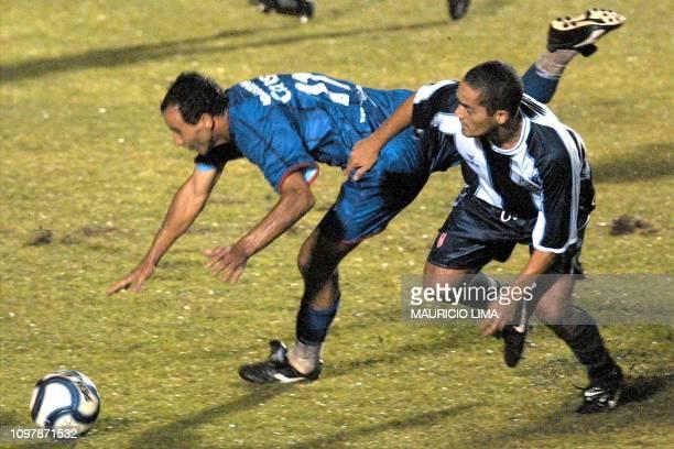 ac900d7229 Adaozinho Elvino of Sao Caetano fights for the ball against Marko Ciurlizza  of Alianza Lima 13