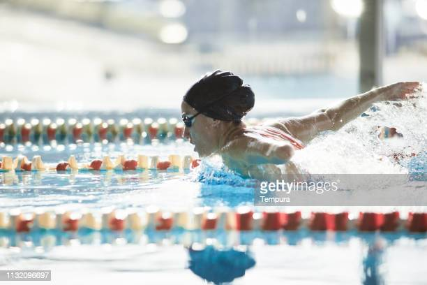 adaptive athlete training in the swimming pool. - amputee woman stock pictures, royalty-free photos & images