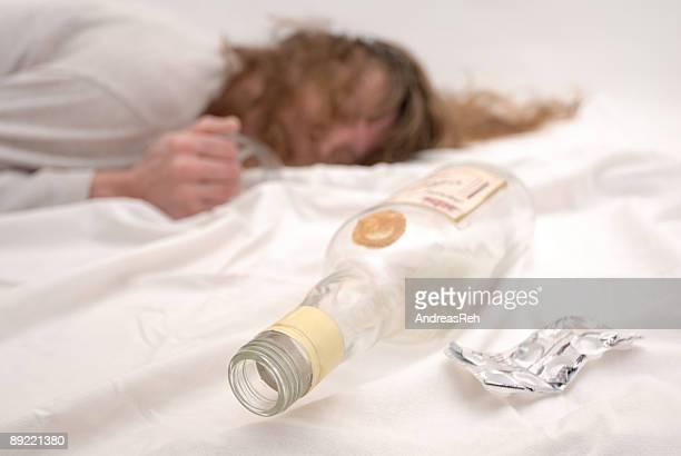 adicción, horizontal - suicidio pastillas fotografías e imágenes de stock