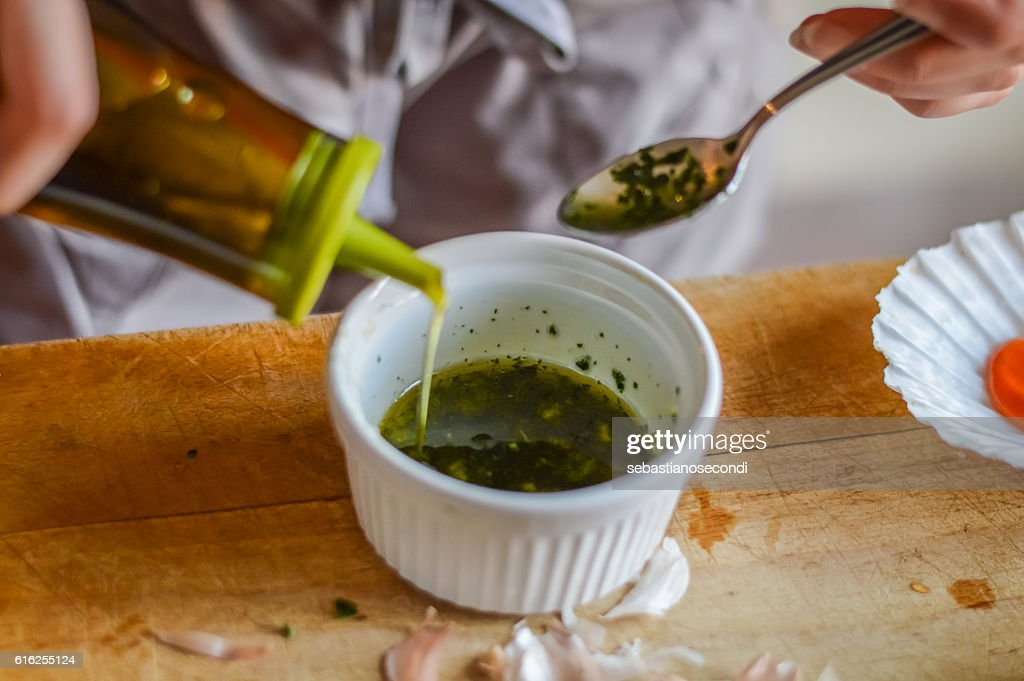 Adding olive oil to condiment sauce - preparing food : Foto de stock
