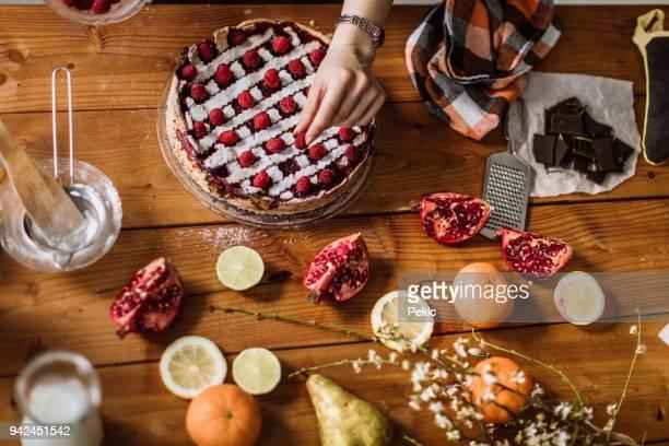 Geschmackvolle Blackberry Torte Himbeeren hinzufügen