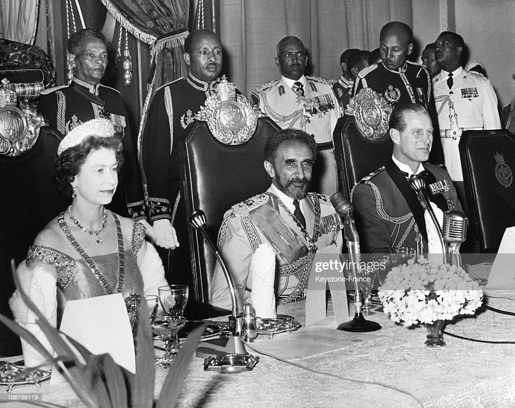 Addis Abeba, During The State Banquet, Hm The Elizabeth Ii, Emperor Haile Selaissie And Prince Philip In February 1965. : News Photo