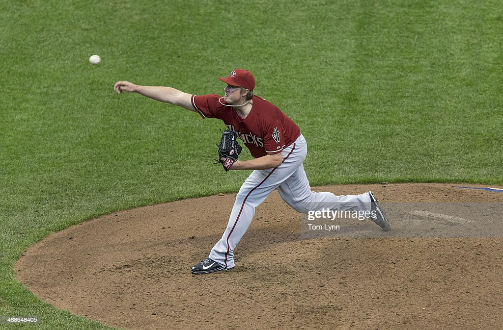 Addison Reed #43 of the Arizona Diamondbacks pitches to a Milwaukee Brewers batter at Miller Park on May 7, 2014 in Milwaukee, Wisconsin.