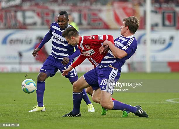 Addy Waku Menga, Rok Elsner and Nicolas Feldhahn battle for the ball during the third league match between FC Energie Cottbus and VFL Osnabrueck at...