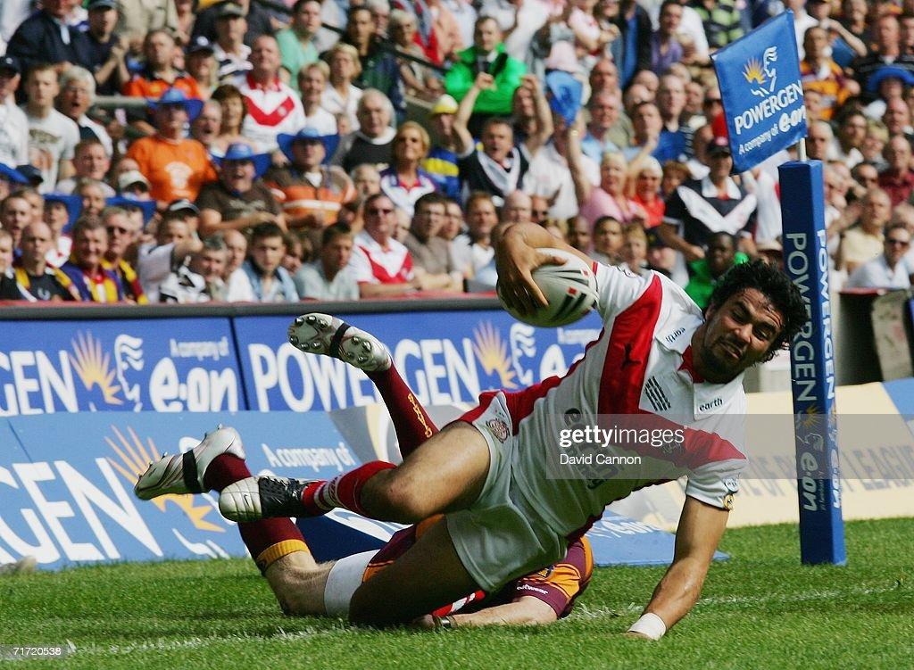 Powergen Challenge Cup Final: Huddersfield Giants v St Helens : News Photo