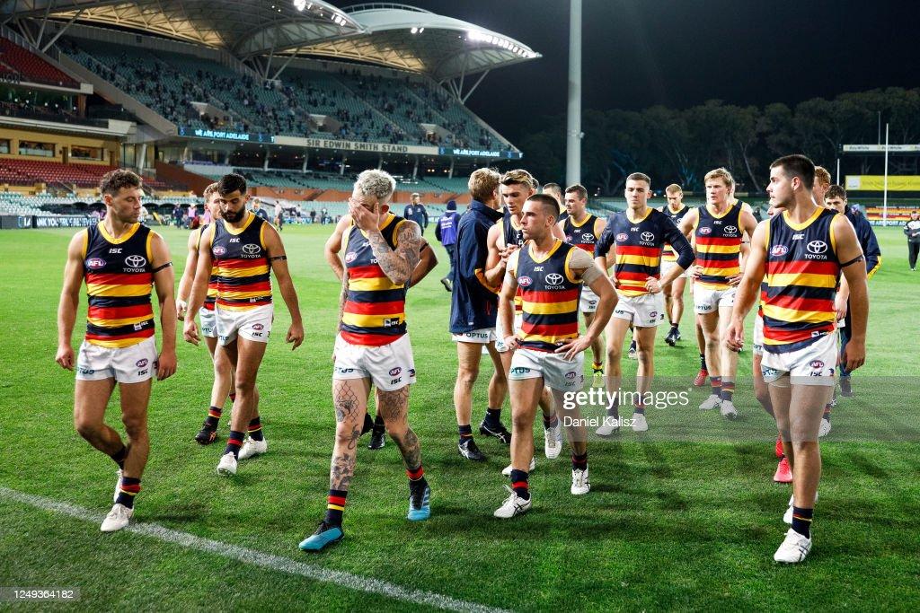 AFL Rd 2 - Port v Adelaide : ニュース写真