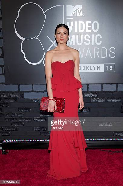 Adelaide Kane attends the 2013 MTV Video Music Awards at the Barclays Center in New York City �� LAN
