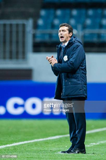 Adelaide United head coach Amor Guillermo reacts during the AFC Champions League 2017 Group Stage Group H match between Jeju United FC vs Adelaide...