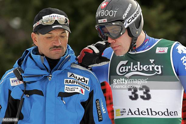 Bruno Kernen of Switzerland gestures with Swiss team coach Gian Gilli after missing a gate 07 January 2006 in the first run of the Alpine skiing...