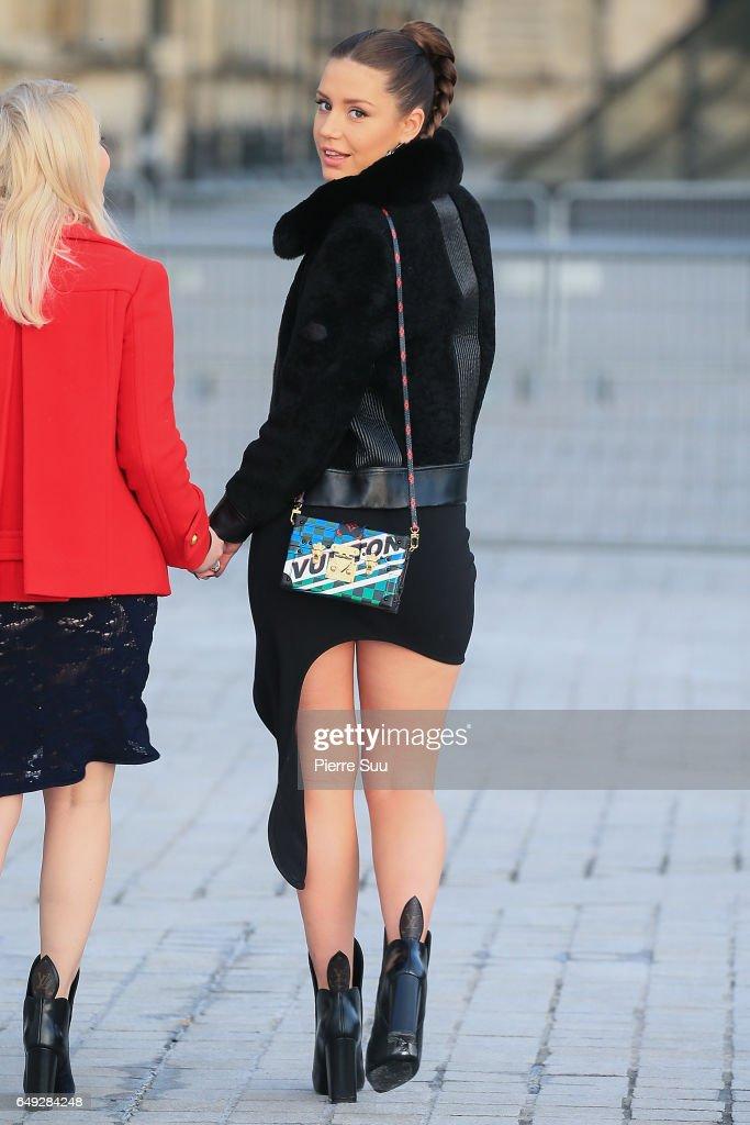 Louis Vuitton : Outside Arrivals - Paris Fashion Week Womenswear Fall/Winter 2017/2018 : News Photo