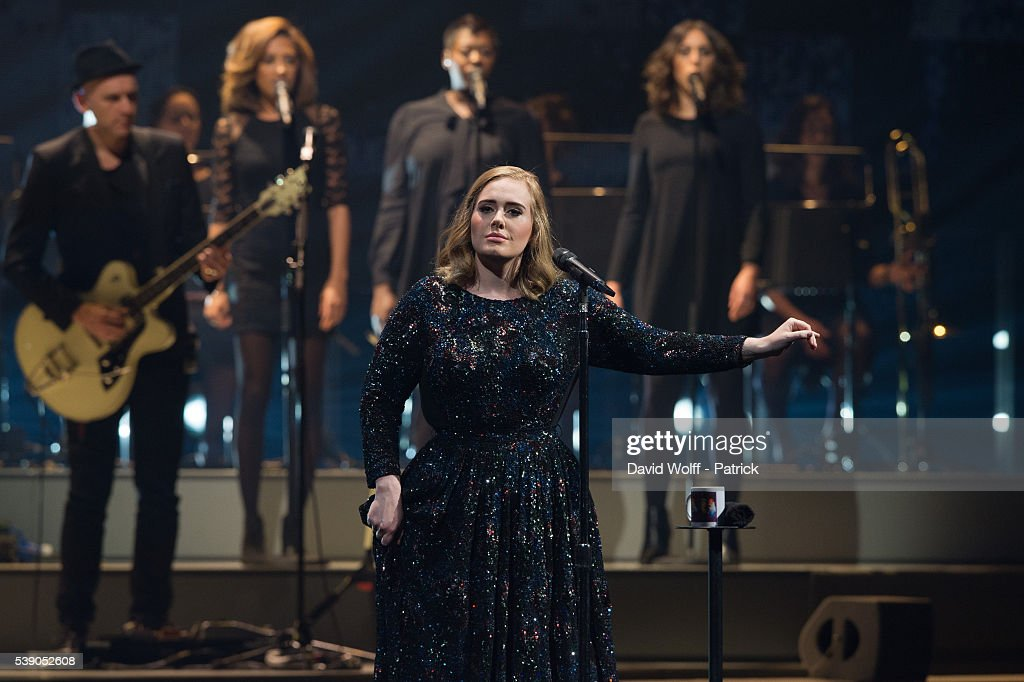 Adele Performs At The AccorHotels Arena, Paris : News Photo