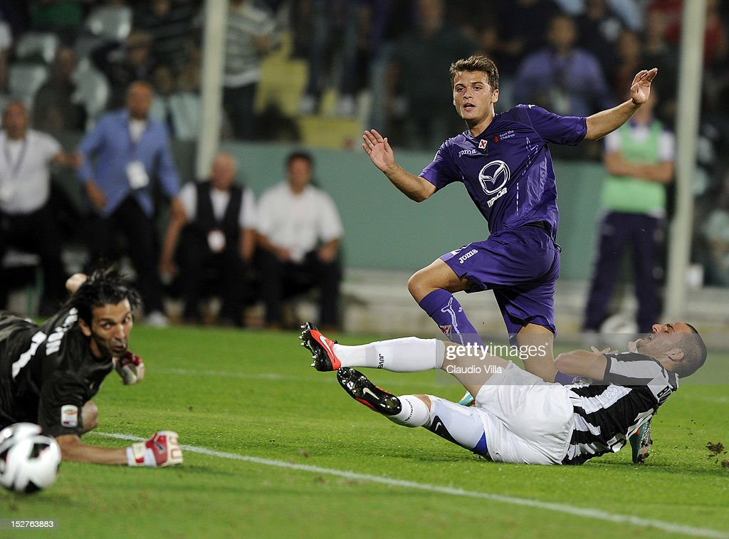 Adem Ljajic of ACF Fiorentina (C) and Leonardo Bonucci (R) of FC Juventus during the Serie A match between ACF Fiorentina and FC Juventus at Stadio Artemio Franchi on September 25, 2012 in Florence, Italy.