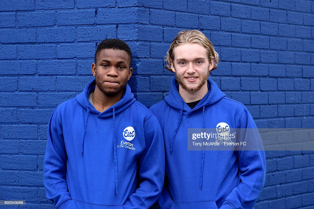 Ademola Lookman (L) and Tom Davies of Everton visit the Everton Free School on January 18, 2017 in Liverpool, England.
