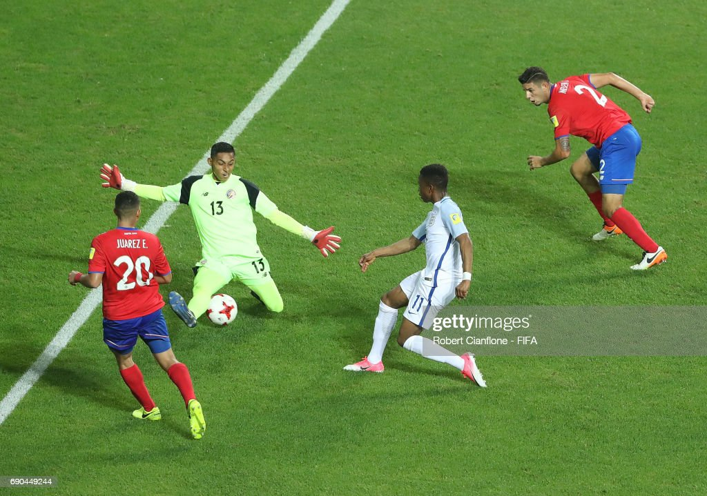 Ademola Lookman of England gets the ball past Costa Rica goalkeeper Erick Pineda to score his second goal during the FIFA U-20 World Cup Korea Republic 2017 Round of 16 match between England and Costa Rica at Jeonju World Cup Stadium on May 31, 2017 in Jeonju, South Korea.