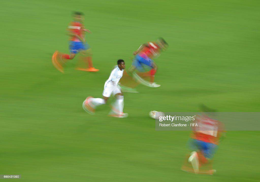 Ademola Lookman of England runs with the ball during the FIFA U-20 World Cup Korea Republic 2017 Round of 16 match between England and Costa Rica at Jeonju World Cup Stadium on May 31, 2017 in Jeonju, South Korea.