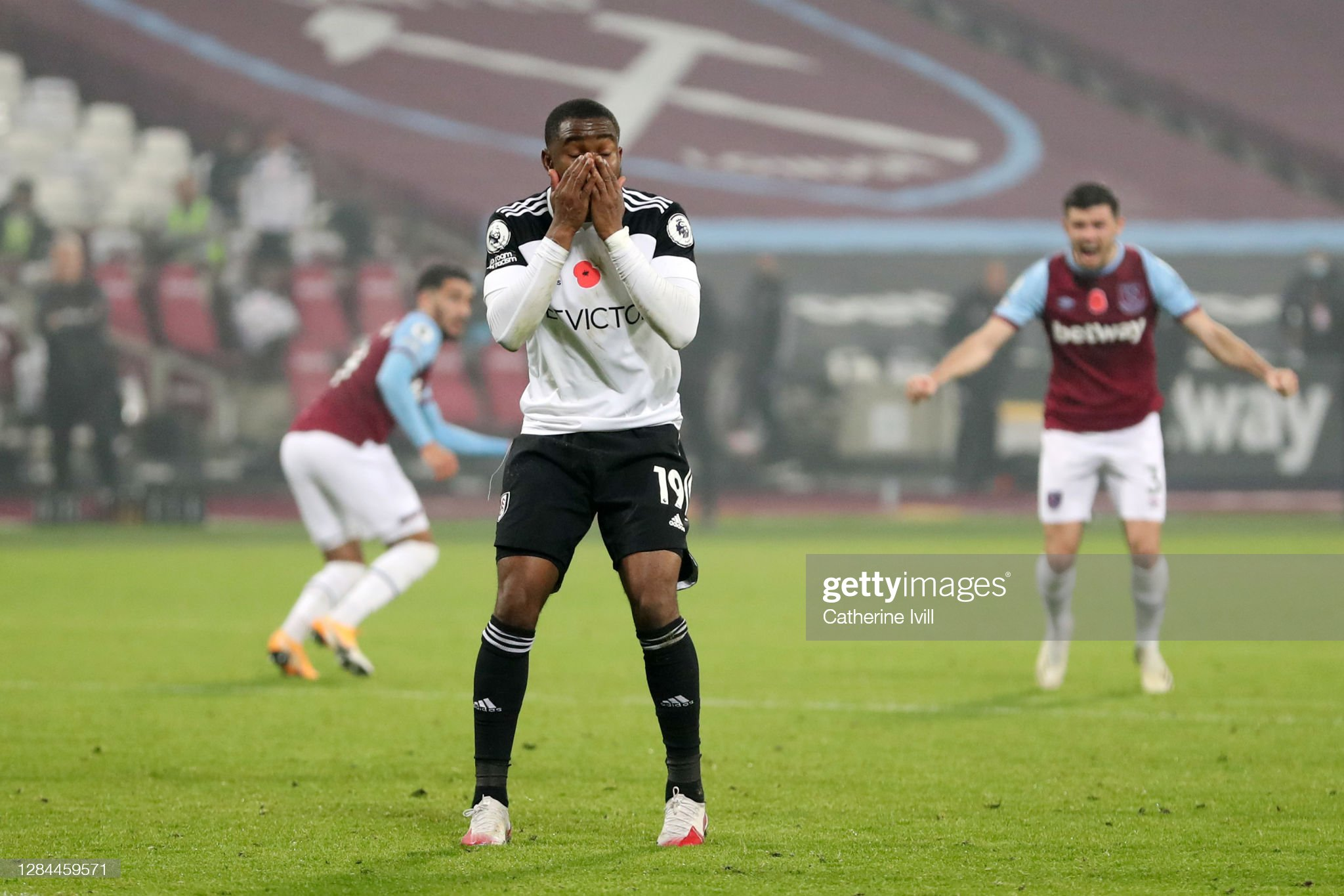 Fulham lose at West Ham after injury-time drama