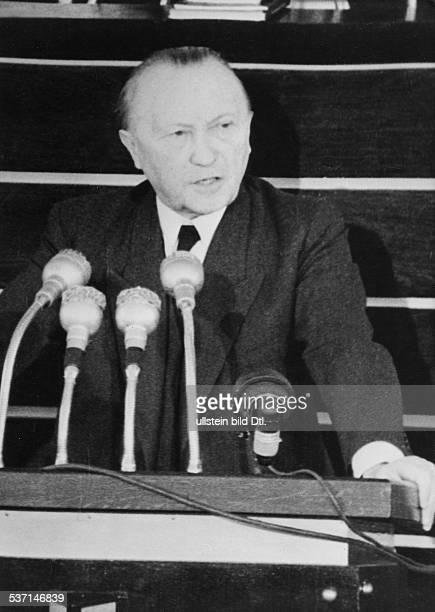 Adenauer, Konrad , Politiker, CDU, BRD, - bei einer Rede im Bundestag, - Dezember 1952