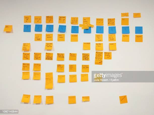 adhesive notes on wall - adhesive note stock pictures, royalty-free photos & images