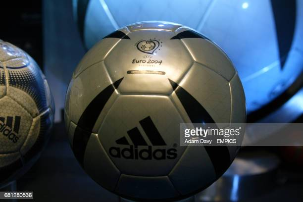 Adidas Roteiro official matchball for Euro 2004