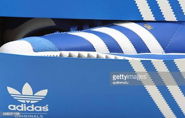 Adidas Schuh im store window
