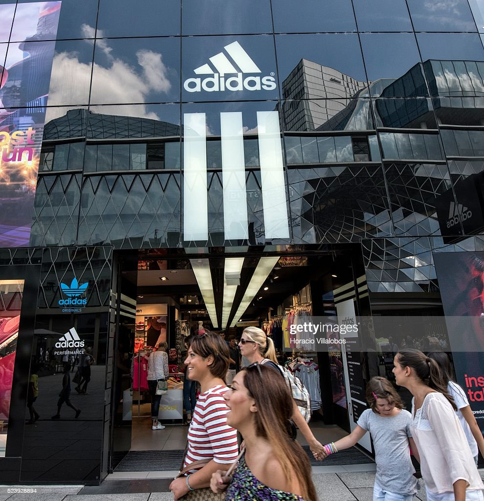 Jabeth Wilson empujoncito Asistir  Adidas store in Zeil, main commercial street in Frankfurt, Germany,... News  Photo - Getty Images