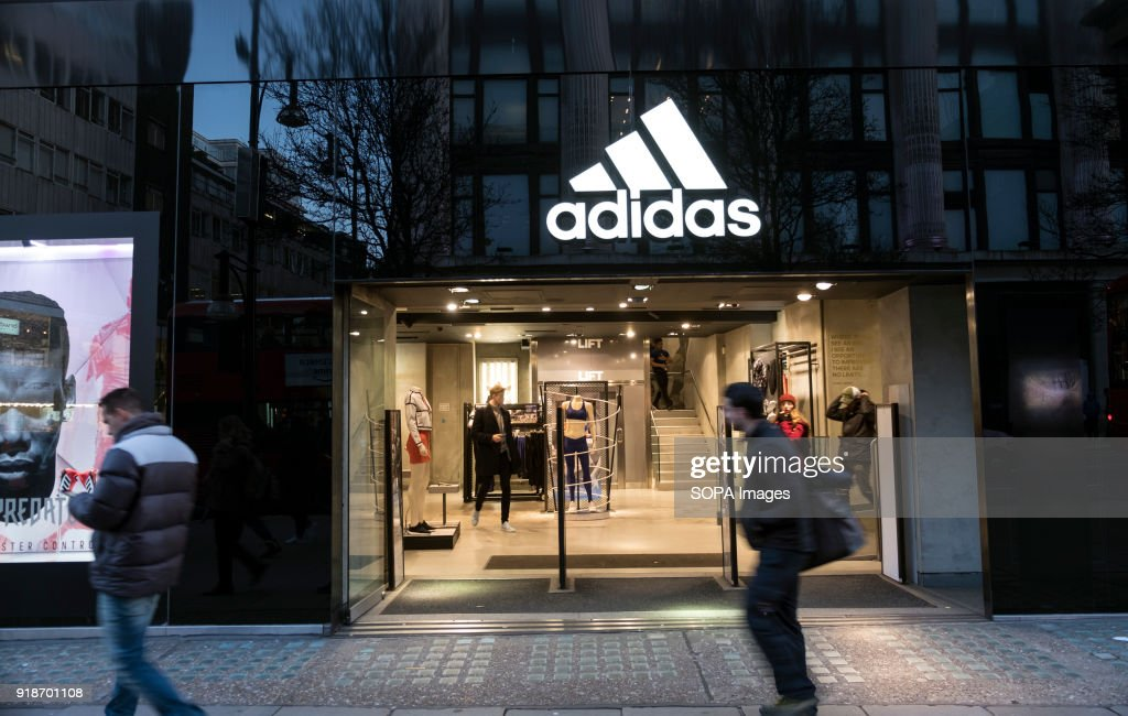Comité Mendigar en casa  Adidas store seen in London famous Oxford street. Central London is... News  Photo - Getty Images