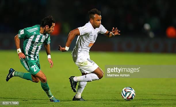 Adil Karrouchy of Raja Casablanca and Fernandinho of Atletico Mineiro