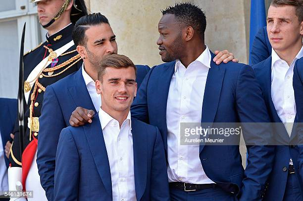 Adil Rami Antoine Griezmann and Steve Mandanda pose for the group photo as he arrives at Elysee Palace as French President Francois Hollande receives...