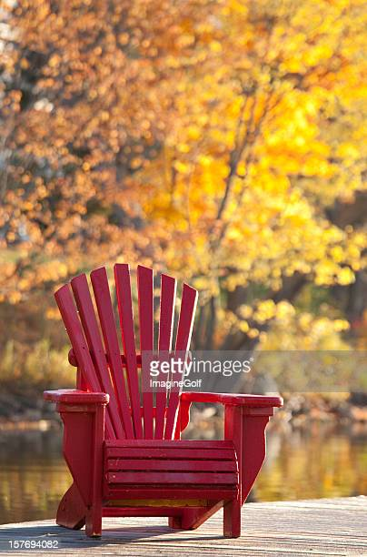 Adirondack-Stuhl im Herbst