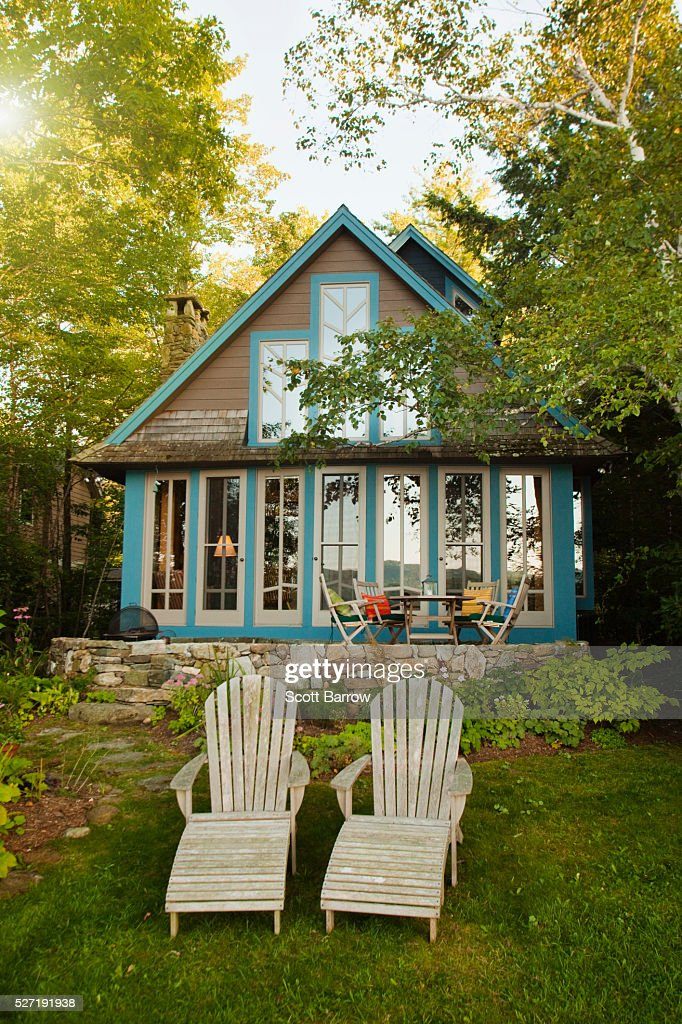 Adirondack chairs beside a summer cottage : Foto stock