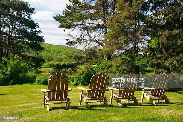 Adirondack-Stühle-Konzept Foto für Country-Kurzurlaub