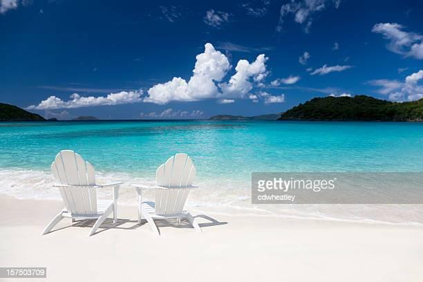 adirondack Stühle am Strand