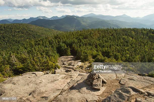 adirondack high peaks - カスケード山脈 ストックフォトと画像
